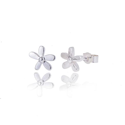 Little daisy studs