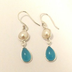 Chalcedony and freshwater pearl earrings