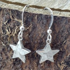 Chunky hammered star earrings