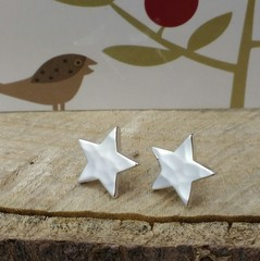 Chunky medium 12 mm hammered star studs