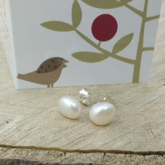 Natural white irregular pearl studs 8-9mm