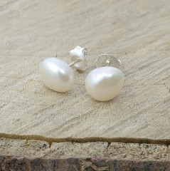 Natural white irregular pearl studs 8-9mm