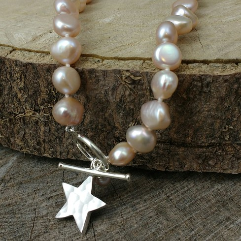 Chunky Hammered star irregular pink pearl necklace