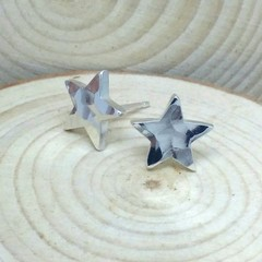 Little chunky Hammered star studs