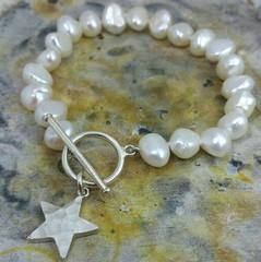 Hammered Star pearl bracelet