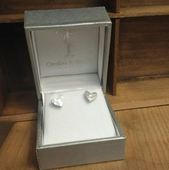 Wee hammered chunky heart studs