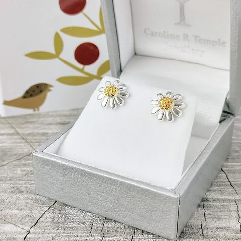 NEW Daisy daisy studs