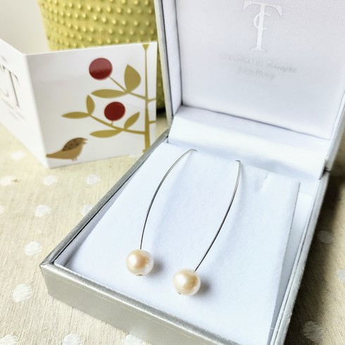 NEW Pearl long stem earrings